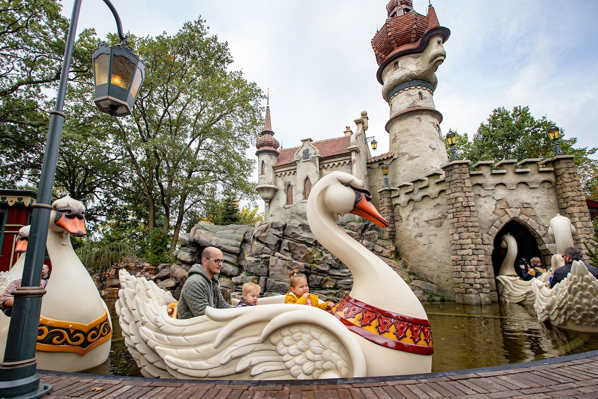 Efteling - The Six Swans - family