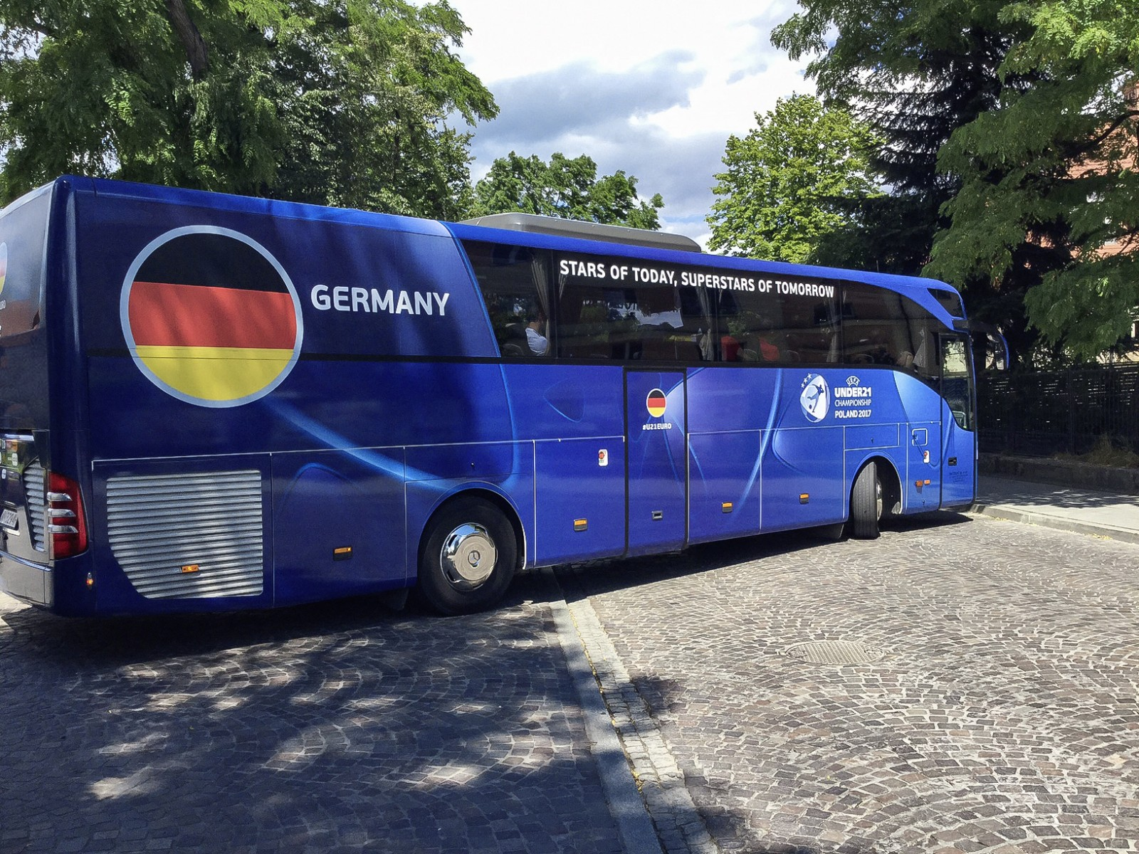 European champions travel by Mercedes-Benz Tourismo: German U21 football team wins Euro Championship on June 30, 2017