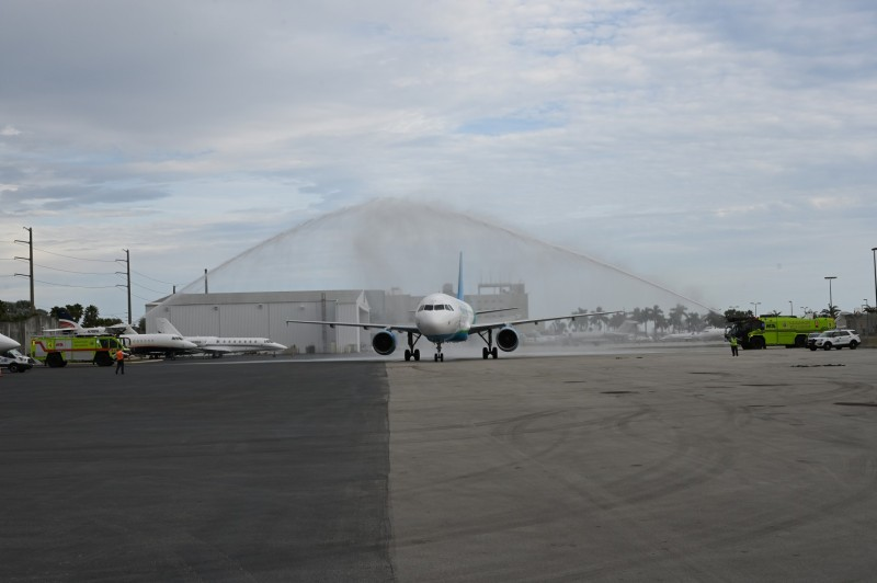 globalx takes delivery of its first airbus a320 at mia