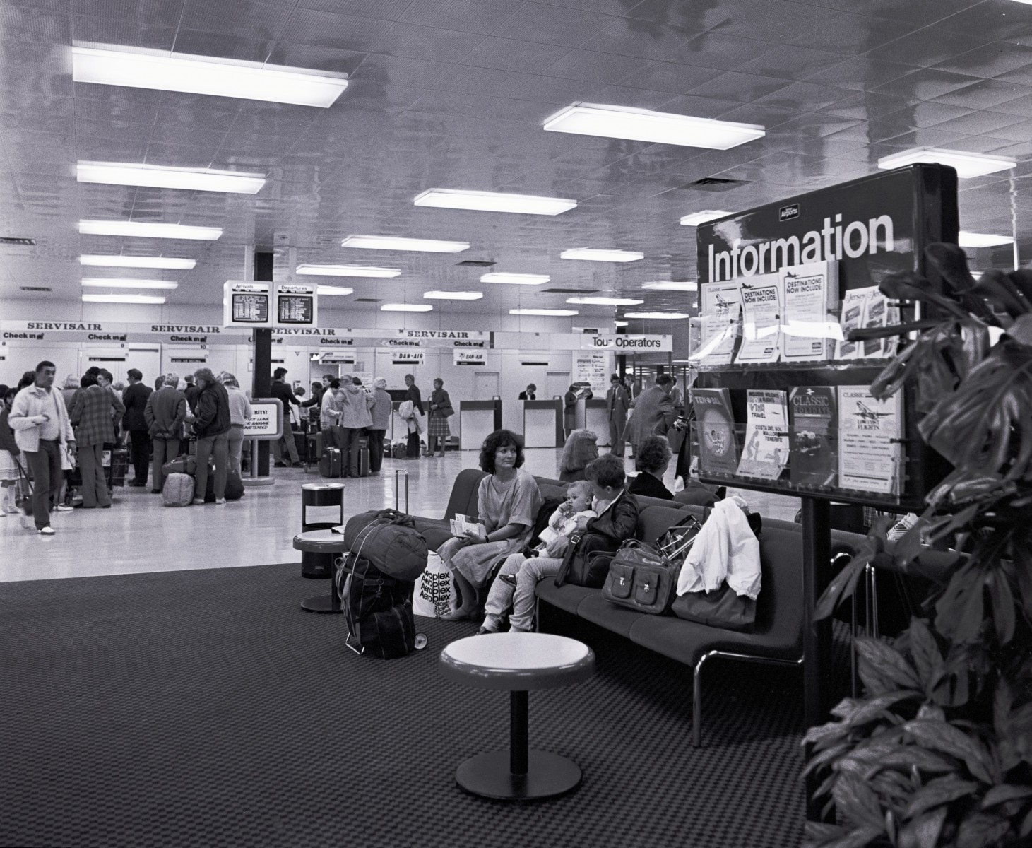 Inside the departure lounge in 1980.