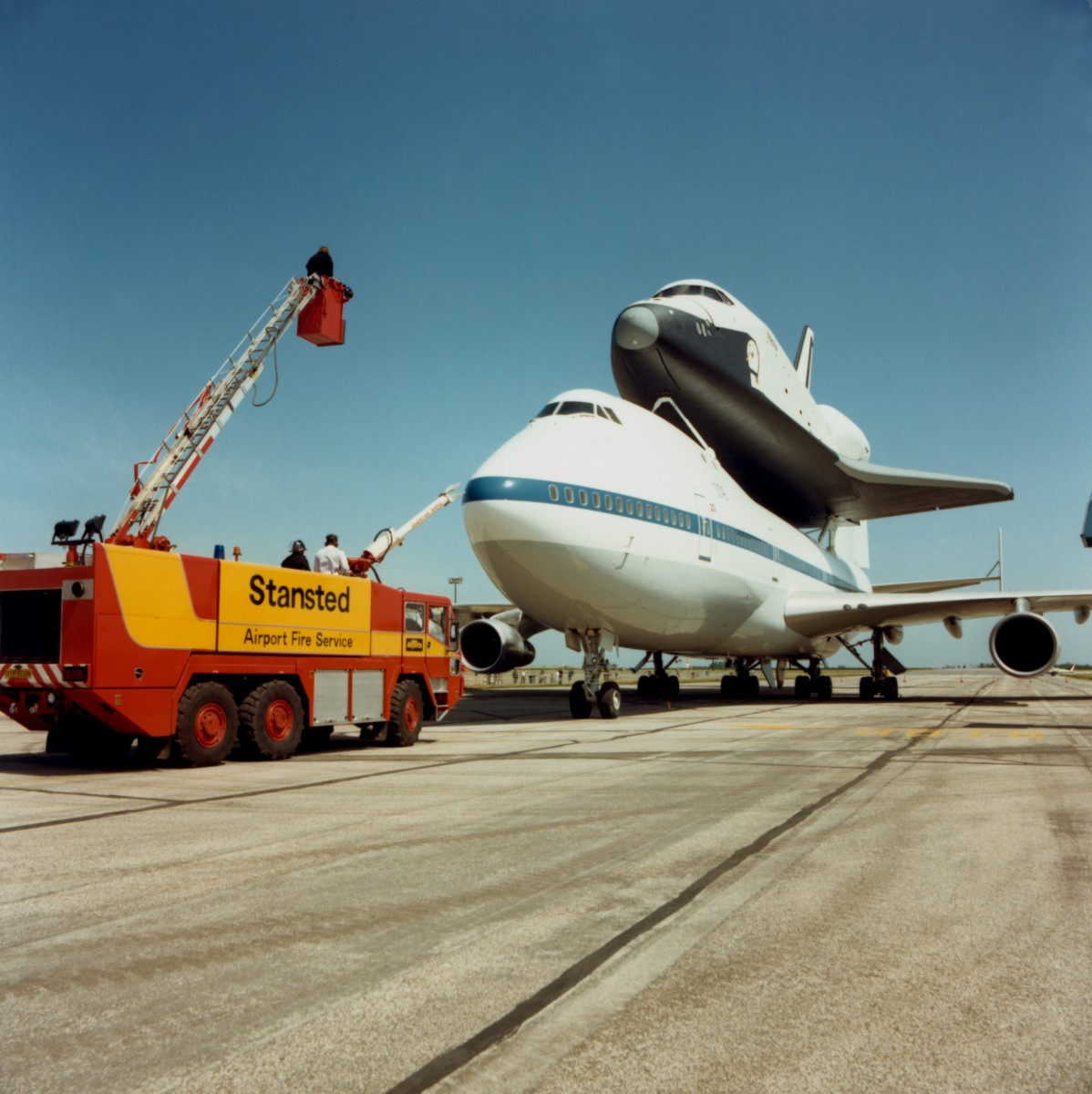 On 5 June 1983, the shuttle touched down at the airport as part of a European tour. Crowds of 200,000  people turned out to watch.