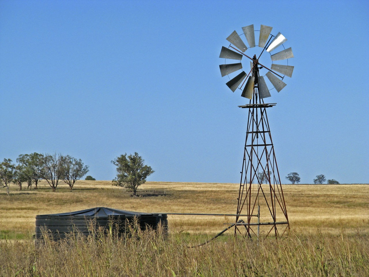 Windmill and old shed in the outback_large