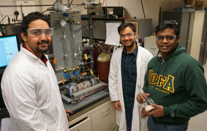 Future Energy Systems principal investigator Arvind Rajendran (right) in the lab with graduate students Kasturi Nagesh Pai (left) and Gokul Subraveti. (Photo: Kenneth Tam)