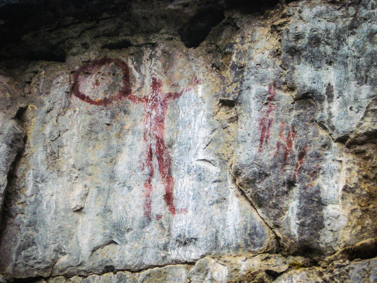 The pictographs in the Grassi Lakes area are thought to date back more than 1,000 years. (Photo: Maureen Flynn-Burhoe via Flickr, CC BY-NC-SA 2.0)
