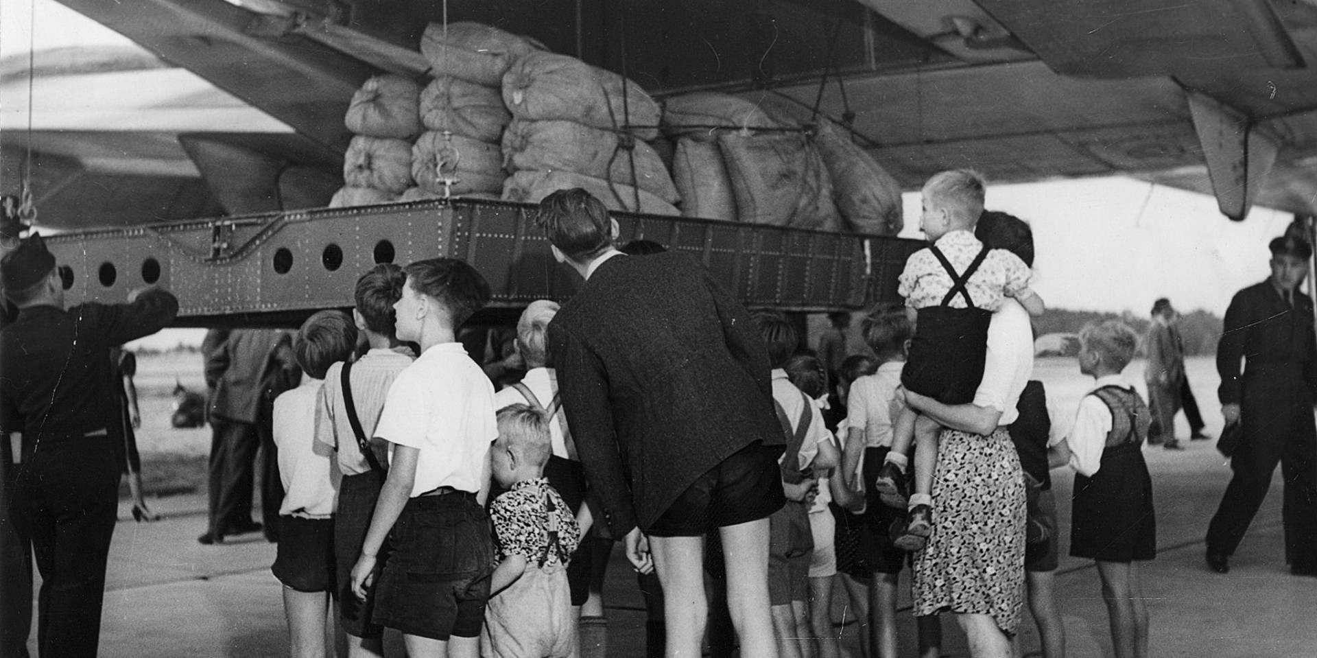 German children look on as 20 tons of flour bags from the U.S. are delivered in August 1948. (Photo: Wikimedia Commons)
