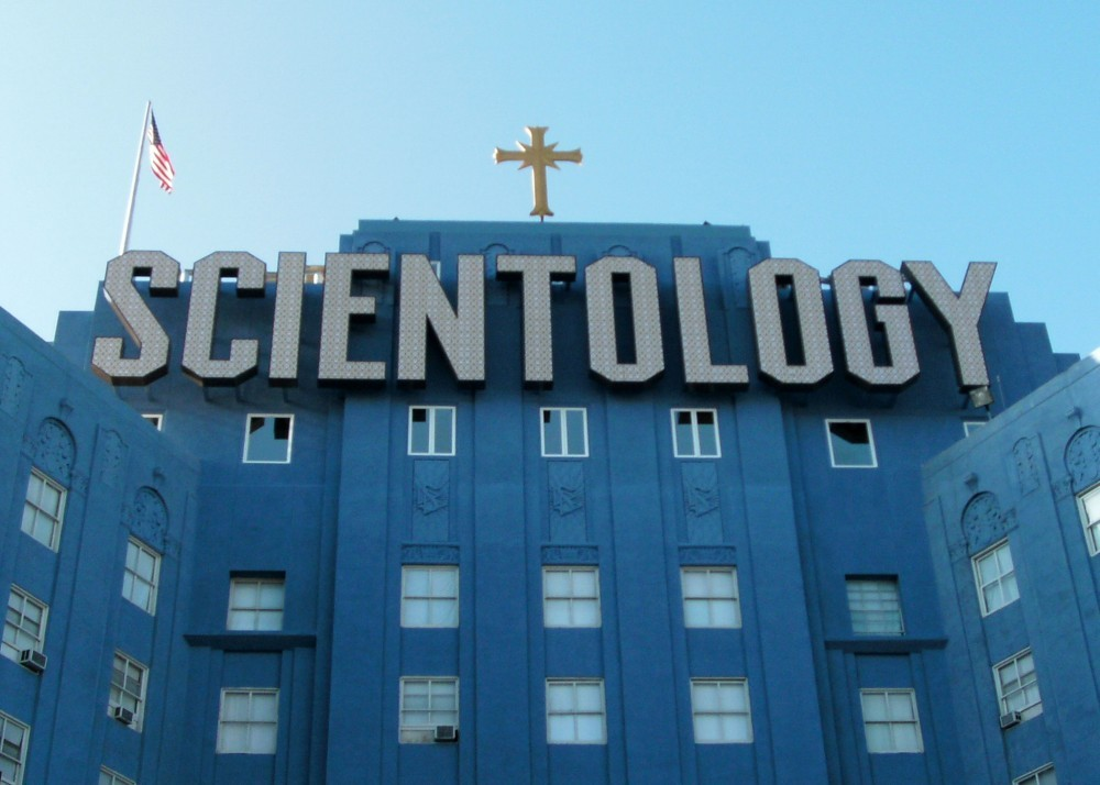 The West Coast headquarters of the Church of Scientology on L. Ron Hubbard Way in Los Angeles (Photo: Wikimedia Commons, CC BY-SA 3.0)