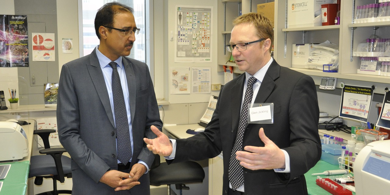 Glen Jickling (right) describes his genomic stroke research to Amarjeet Sohi, minister of infrastructure and communities, during the announcement today of nearly $1.5 million in federal funding for Jickling's work and 10 other promising projects at UAlberta. (Photo: Michael Brown)