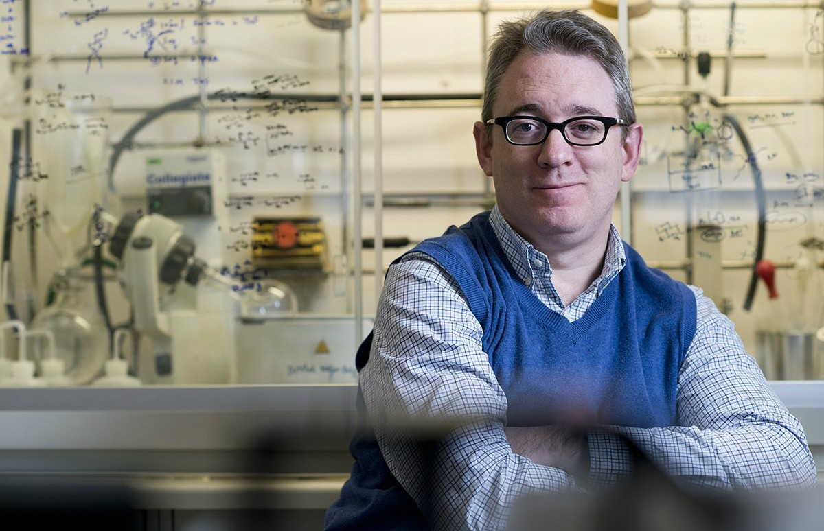 U of A carbohydrate chemist Todd Lowary was part of an international research team that developed a new urine test that can detect tuberculosis earlier and more quickly in people with HIV. (Photo: John Ulan)
