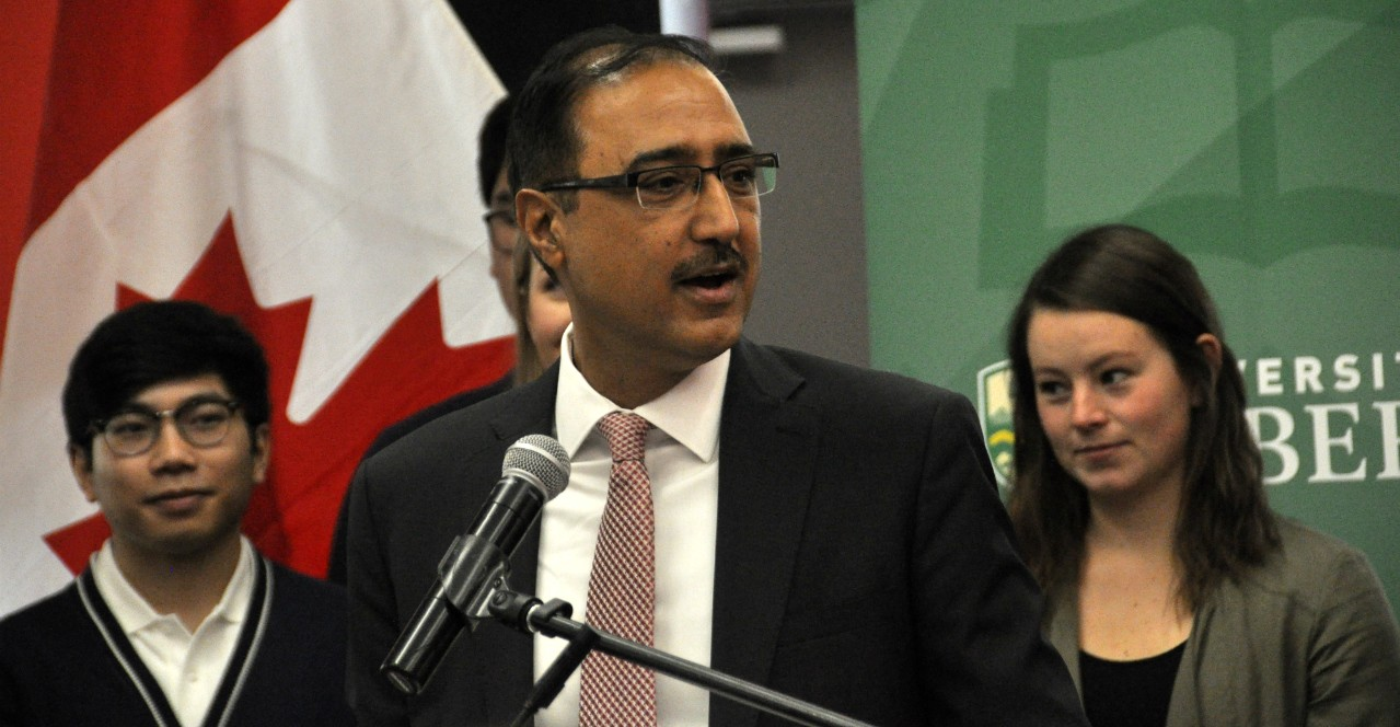 Amarjeet Sohi, federal minister of natural resources, announces $39 million in discovery grants from the Natural Sciences and Engineering Research Council to support fundamental research at the U of A. The announcement came at an event this morning marking the completion of 10 U of A research infrastructure projects announced in 2016. (Photo: Jordan Cook)
