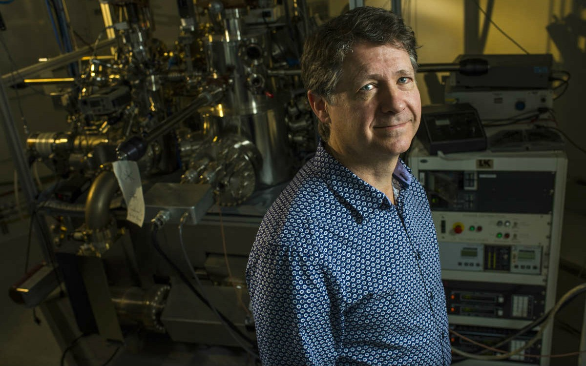 U of A physicist Robert Wolkow and his team have developed an atomic electronic simulator—a breakthrough that helps unlock the full potential of machine learning and neural networks. (Photo: John Ulan)