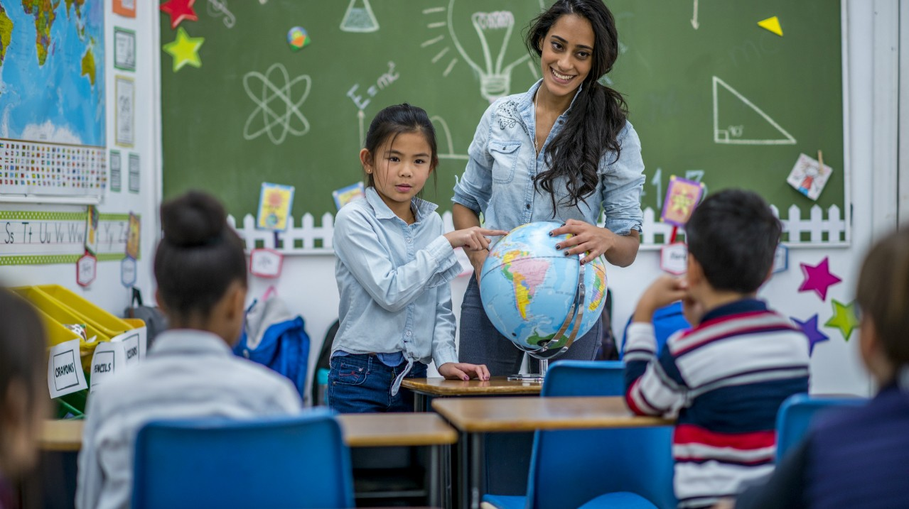 Bilingual children were able to relate a story in both their spoken languages just as well as monolingual children, according to a U of A study. The new research contradicts earlier studies suggesting bilingual children experience delays in learning vocabulary. (Photo: Getty Images)