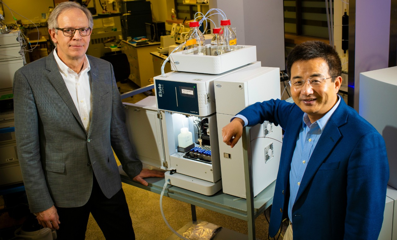 Roger Dixon (left) and Liang Li are working together to develop a saliva test for Alzheimer's disease. (Photo: John Ulan)