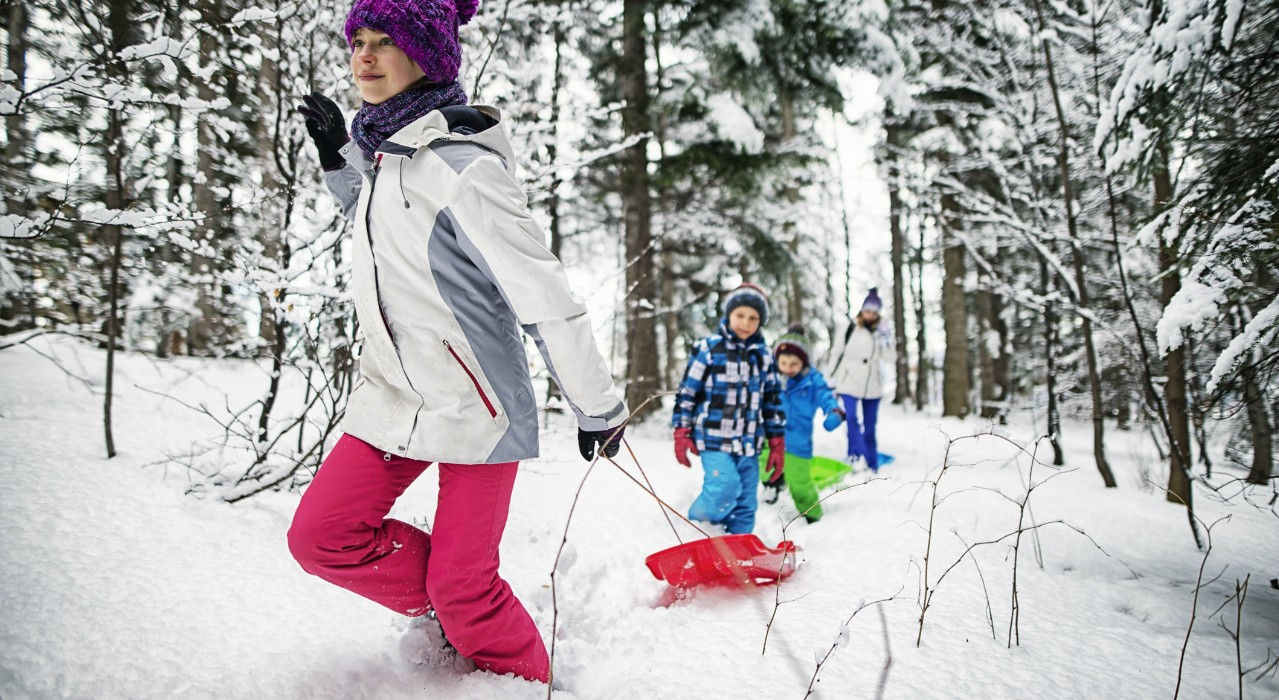 Realizing the holidays will disrupt your fitness routine is the first step in staying active, say U of A researchers who suggest building activity into your time with family and friends. (Photo: Getty Images)