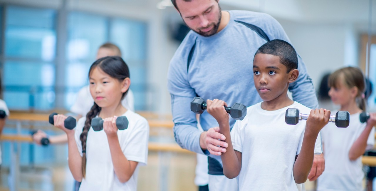 Lifting weights won't hurt kids or stunt their growth, and may even be beneficial for helping them build strength and bone density during growth spurts, according to a U of A physical activity expert. (Photo: Getty Images)