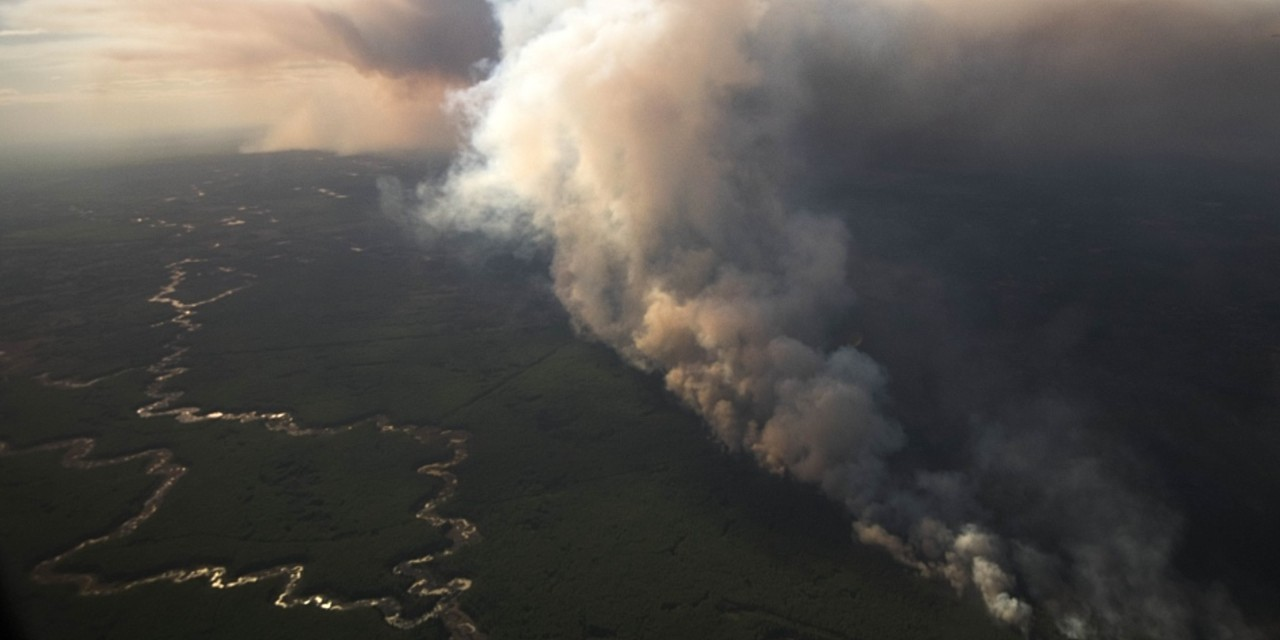 Nearly 5,000 residents of High Level and the surrounding area were evacuated last weekend as a massive forest fire threatens their communities. Preparing for the worst may seem daunting, but U of A experts say planning ahead can help you make better decisions when the moment comes. (Photo: Government of Alberta)