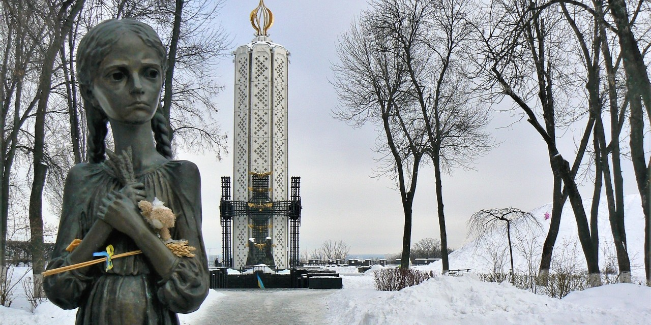 "A monument entitled ""The Memory Candle"" in Kyiv, Ukraine, commemorates the victims of the Holodomor. (Photo: Jarosław Góralczyk, CC BY-SA 4.0)"