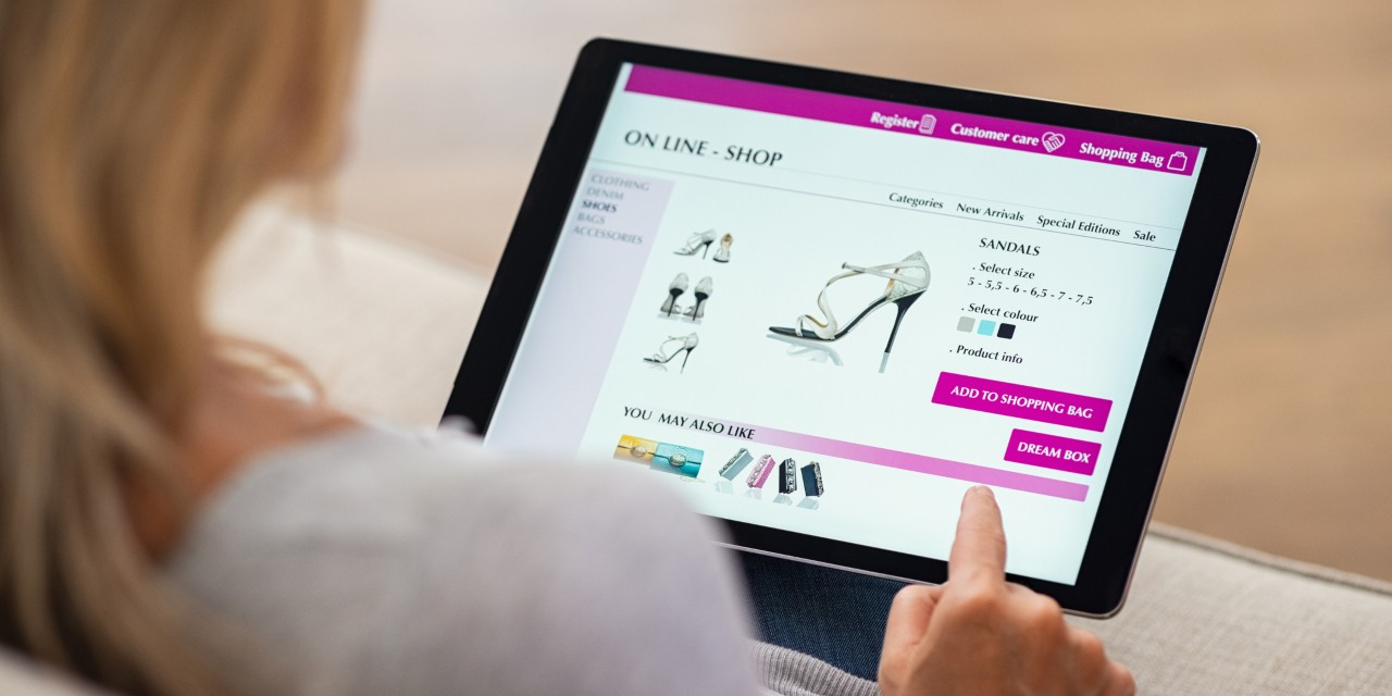 Online shoppers base buying decisions on what other people of the same age, gender and lifestyle say about the product in reviews—and may even be influenced by the number of reviews, according to U of A marketing researchers. (Photo: Getty Images)