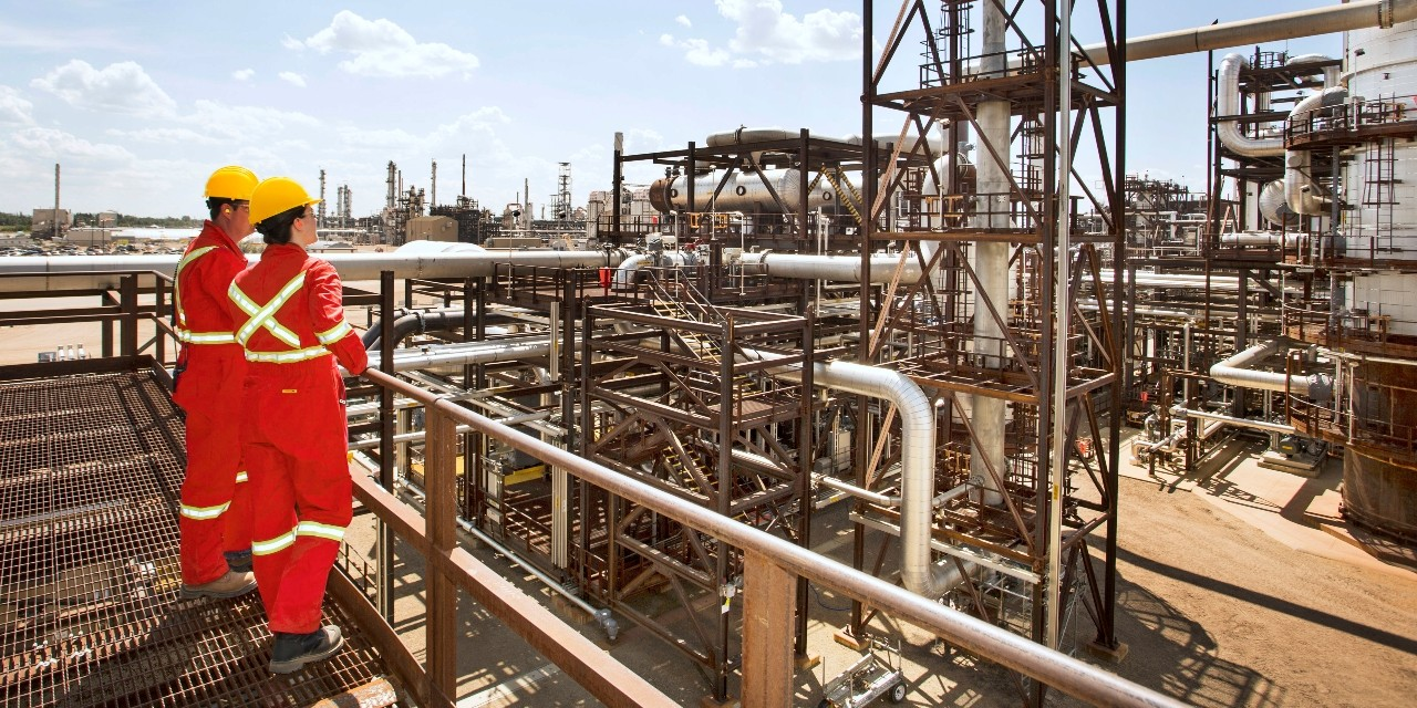 Workers at the Quest carbon capture and storage facility in Fort Saskatchewan, Alta. U of A researchers devised a process that dramatically reduces the time needed to develop carbon capture technologies, which could help bring down the costs of using those technologies and increase the likelihood that they will be adopted by industry. (Photo: Shell Canada)