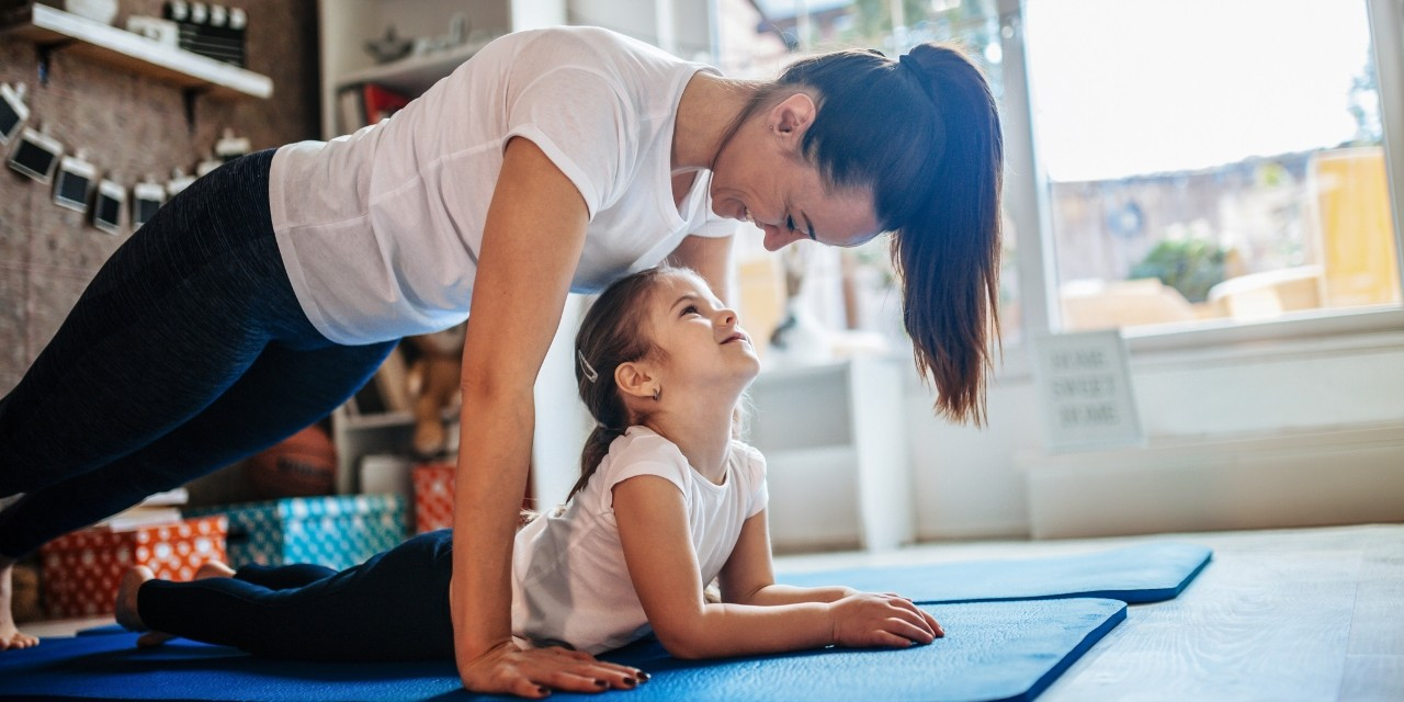 Parents who are healthy and staying at home can make physical activity a fun game to play with their children indoors and outdoors. (Photo: Getty Images)