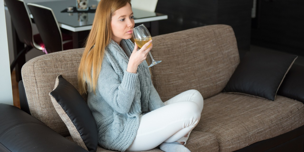 Relaxing with an occasional drink can help relieve stress, but heavy drinking can lead to feelings of depression or anxiety and interfere with sleep, say U of A experts. (Photo: Getty Images)
