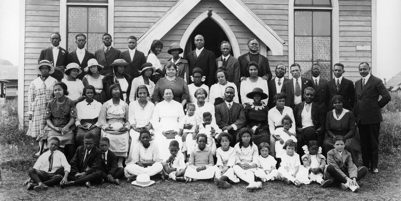 Archival photograph of the Emanuel African Methodist Church congregation in the early 1920s in Edmonton.