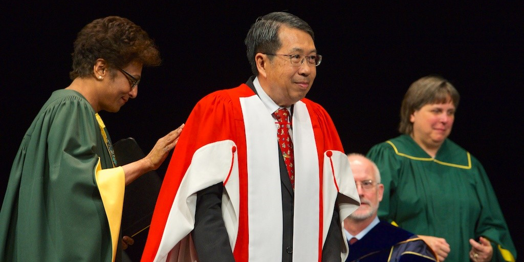 Guaning Su rises to receive his honorary doctor of science degree June 9, 2015. (Photo: Richard Siemens)