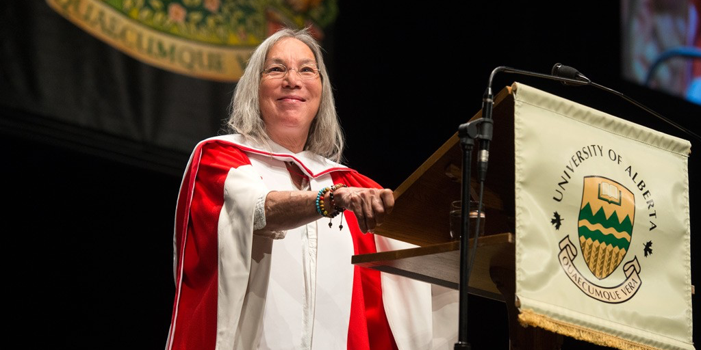 Jane Ash Poitras receives applause from graduands of the faculties of education and native studies June 3. (Photo: Richard Siemens)