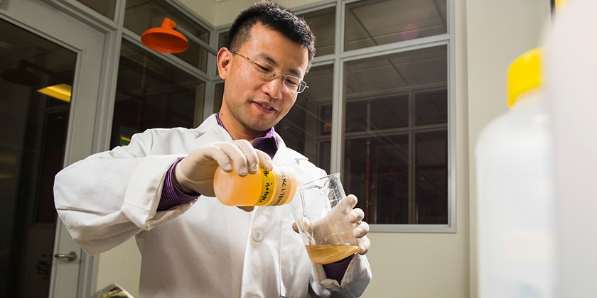 Long Li, Assistant Professor in Earth and Atmospheric Sciences, and Canada Research Chair in Stable Isotope Geochemistry, in his lab on October 26, 2016. Li's latest research uncovered a long-standing recycling of ancient sulfur in billion-year-old rocks that supply energy to terrestrial deep subsurface biosphere and shed insight into search for life on Mars. Credit: John Ulan