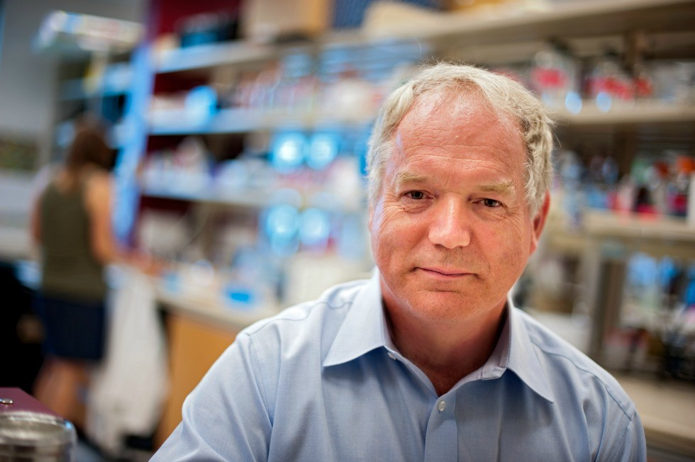 Michael Houghton led the team that discovered the hepatitis C virus in 1989 and is now developing a vaccine as Canada Excellence Research Chair in Virology at the U of A.