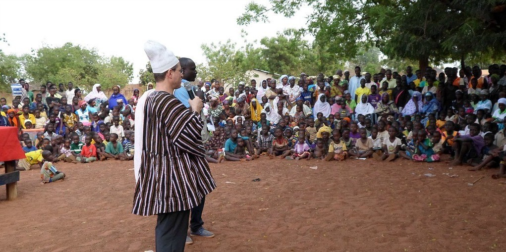 Music professor Michael Frishkopf addresses the audience at a 'Singing and Dancing for Health' performance in Ghana.
