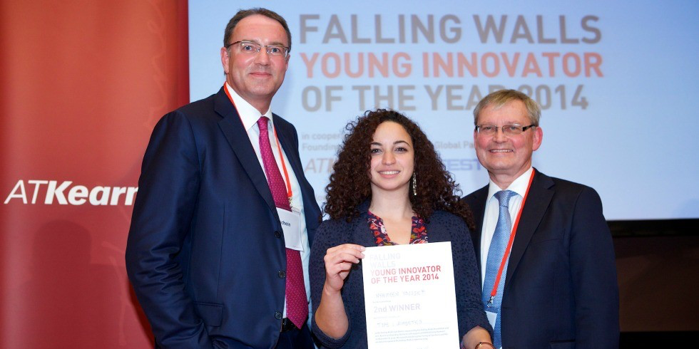 Nermeen Youssef with the co-chairs of the Falling Walls Lab jury: Martin Sonnenschein (left), managing director of Central Europe AT Kearney and founding partner of the Falling Walls Lab, and professor Carl-Henrik Heldin, board chair of the Nobel Foundation. (Photo: Kay Herschelmann)