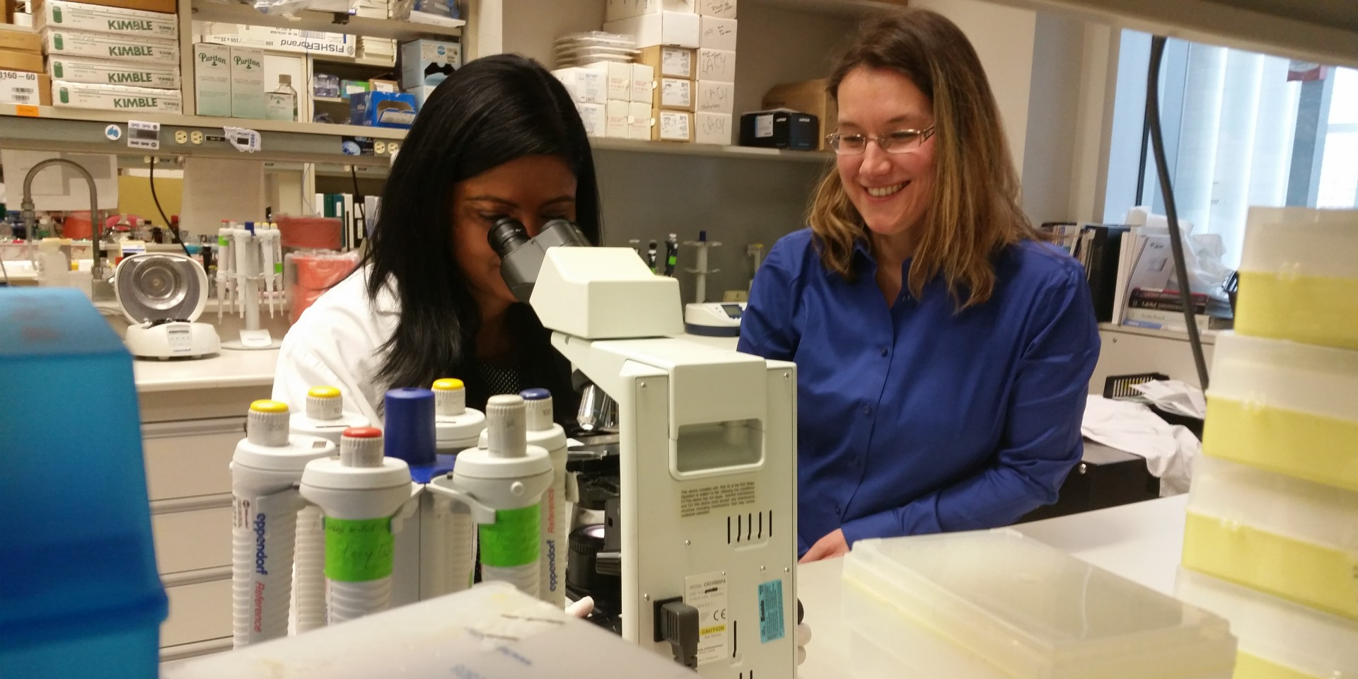 Priyanka Pundir and Marianna Kulka in the lab.