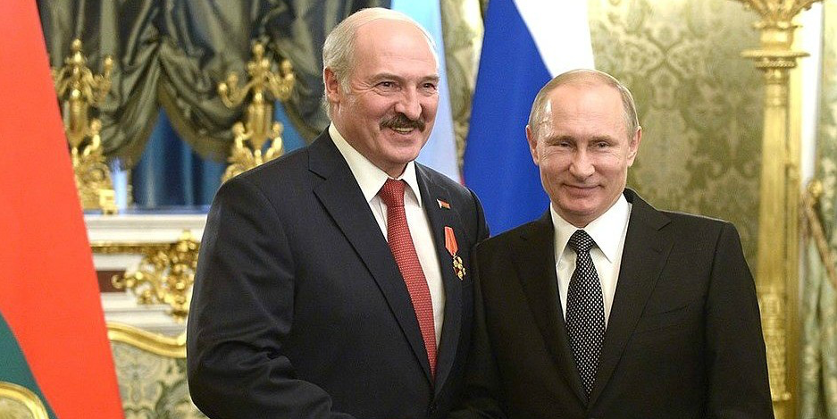 Russian president Vladimir Putin (right) and Belarusian president Aleksandr Lukashenko in happier times, after Putin awarded Lukashenko the Order of Alexander Nevsky in 2015. (Photo: President of Russia)