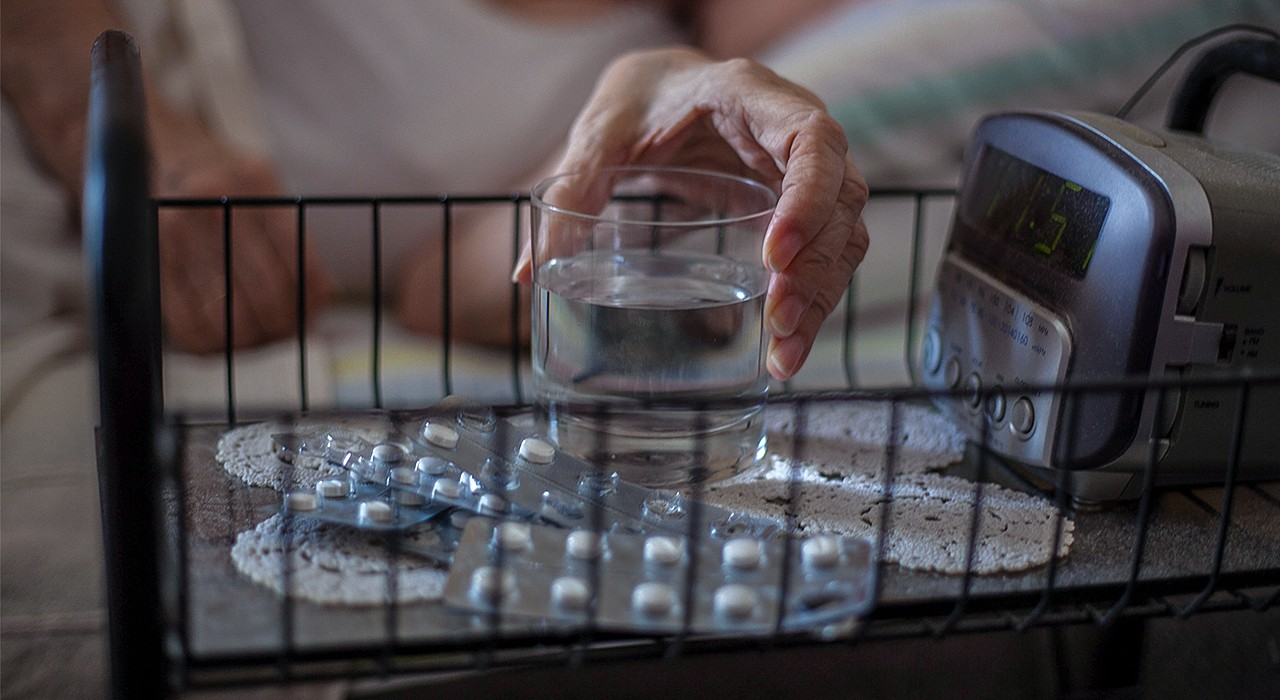 Benzodiazepines and other sedative-hypnotic drugs are frequently prescribed for older adults to help them sleep. While these drugs may help in the short term, a U of A family medicine physician says their long-term use provides very little benefit and comes with serious risks. (Photo: Getty Images)