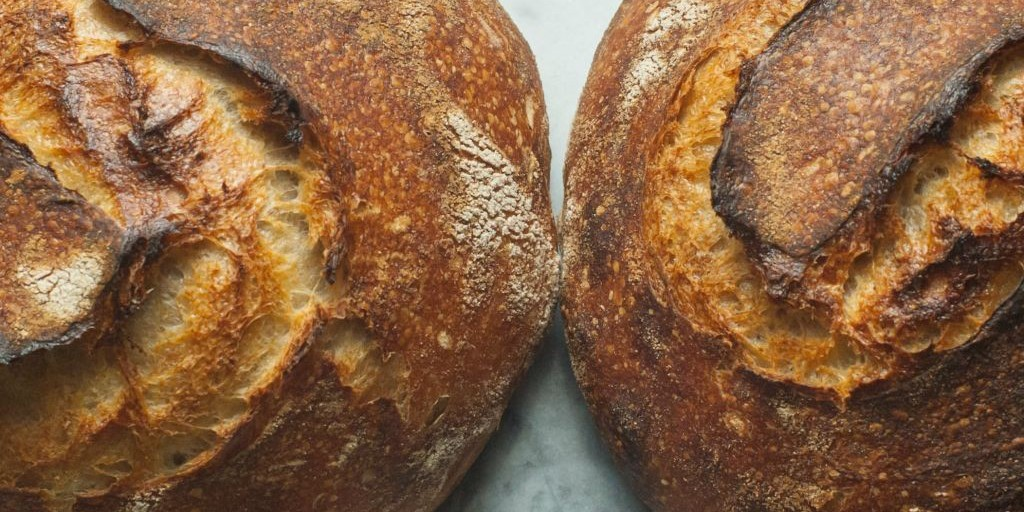 UAlberta researchers discovered that adding bacteria that produce glutamate reduces salt in bread by half without compromising its taste or texture. The discovery may lead to producing other breads without too much salt or sugar. (Photo: Shawn Hoke; shared under Creative Commons licence)