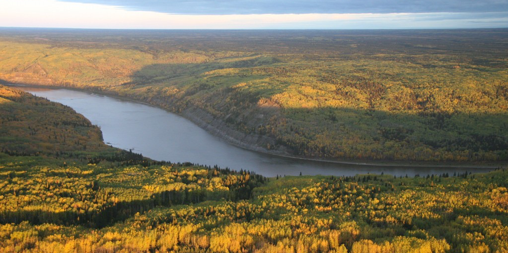 The Athabasca River south of Fort McMurray, Alta. (Photo: David Dodge, Canadian Parks and Wilderness Society, CC BY-NC-SA 2.0)
