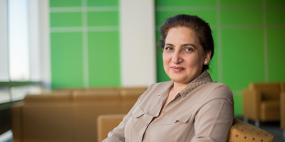 Zubia Mumtaz led a study showing that newcomers and Canadian-born women receive similar levels of maternal health care in Canada's Prairie provinces, despite cultural differences and language barriers. (Photo: Richard Siemens)