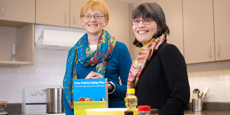 Community Scholar Award 2016 winners Catherine Chan (right) and Rhonda Bell, the team behind the Pure Prairie Eating Plan (Photo: Richard Siemens)
