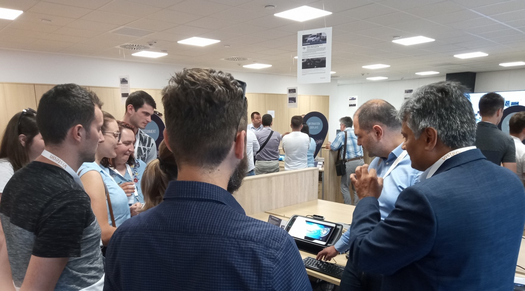 Visteon leaders present 3D cluster technology to visitors in Timisoara