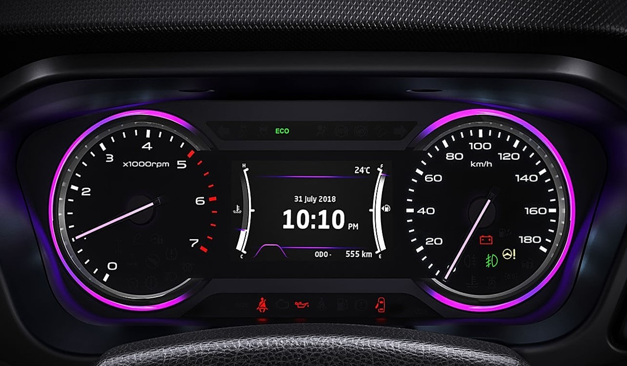 Visteon hybrid cluster on Mahindra Marazzo