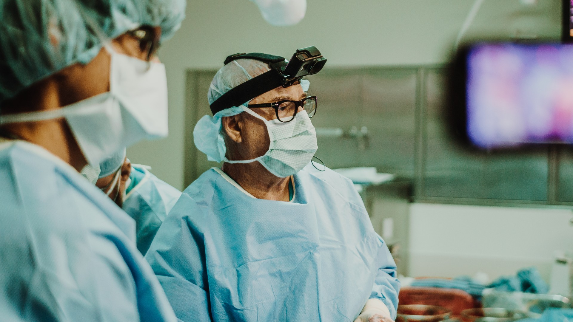 Mohan Mallipeddi, MD, on left and Ed Phillips, MD, on the right, perform surgery while the procedure is filmed in 360-degree virtual reality.  GIBLIB's camera equipment is affixed to Phillips' head for point-of-view filming. Photo courtesy of GIBLIB.