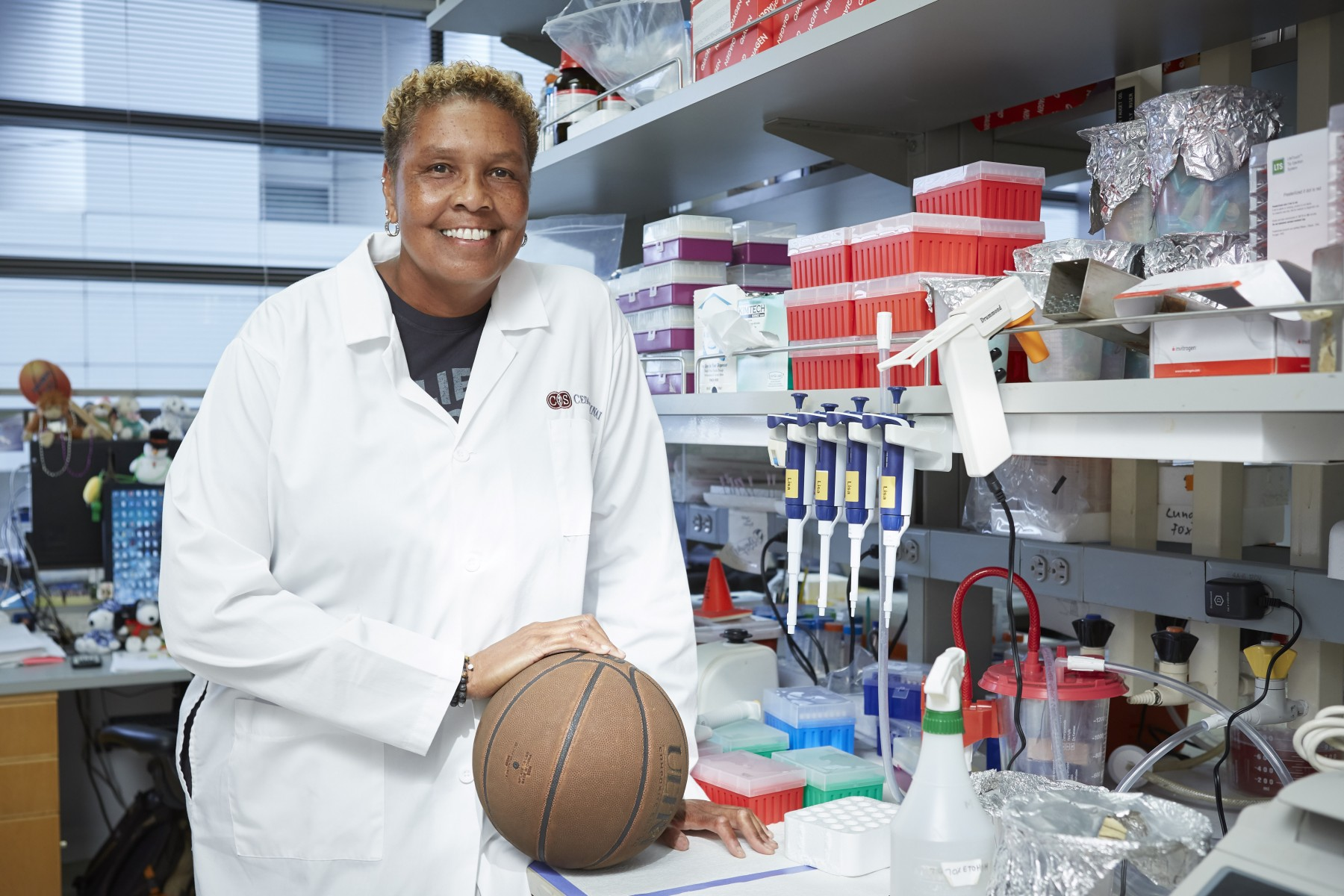 Lisa Thomas is a laboratory researcher of inflammatory bowel disorders and immunobiology. Photo by Cedars-Sinai.