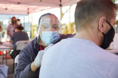 COVID-19 Vaccine Clinic Pops Up in Watts