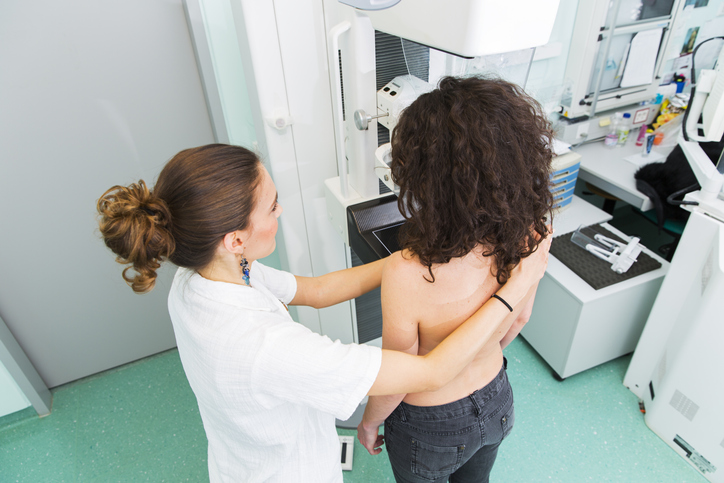 Cedars-Sinai's chief of breast imaging recommends 3D mammograms for all women 40 and older with and average risk of breast cancer. Photo by Getty.