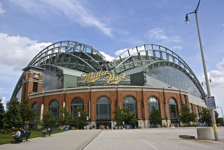 Miller Park [photo credit roundingthird.net]