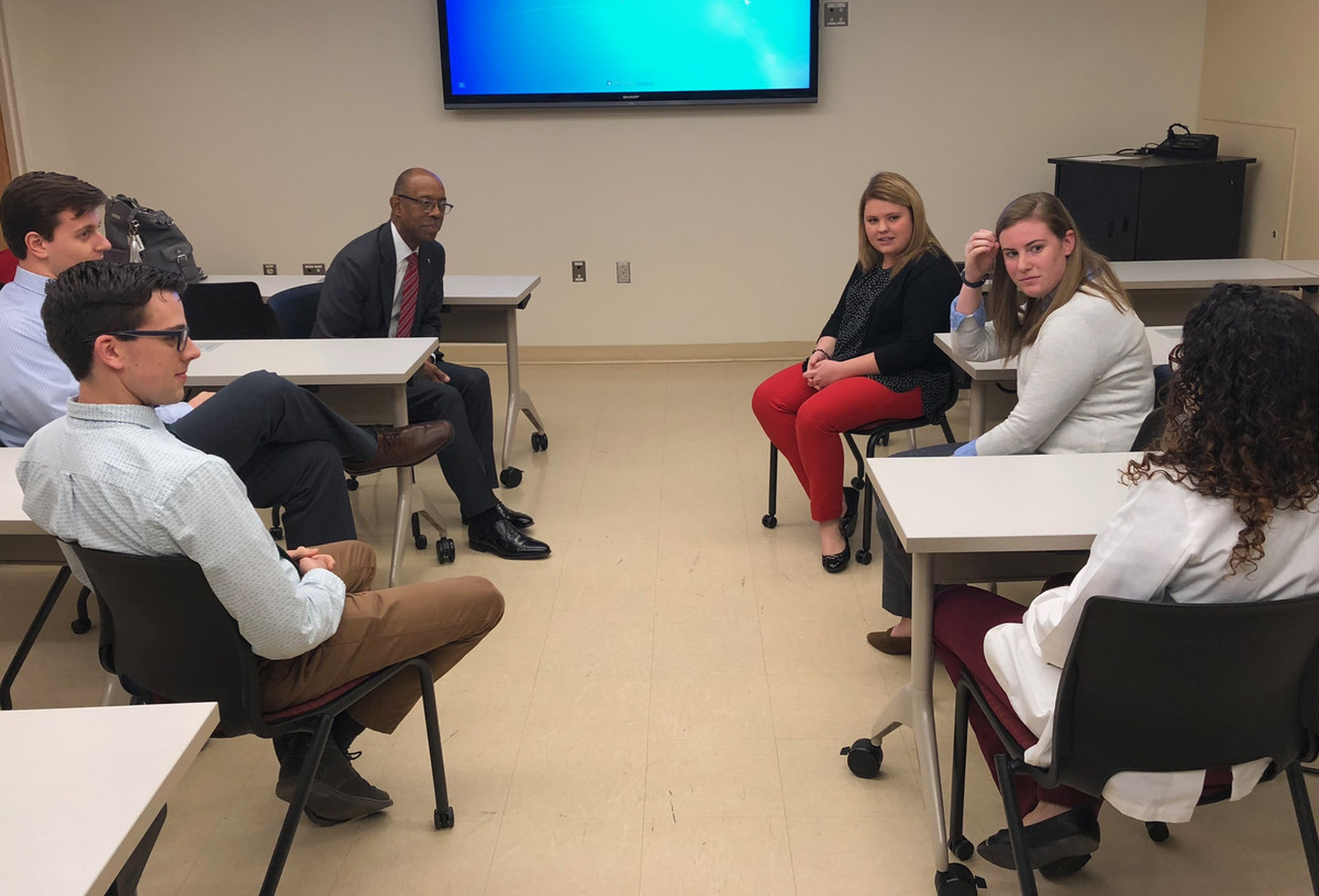 President Drake meets with optometry students. Photo by Gail Martineau