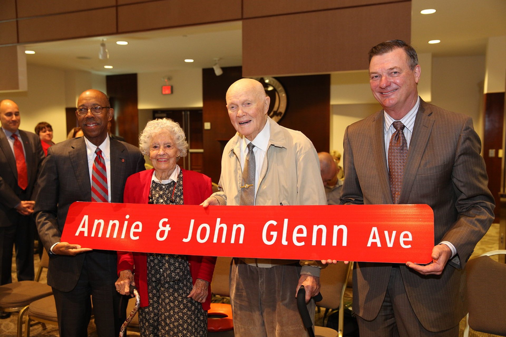President Michael V. Drake, Annie Glenn, John Glenn, then-Board of Trustees Chair Jeffrey Wadsworth