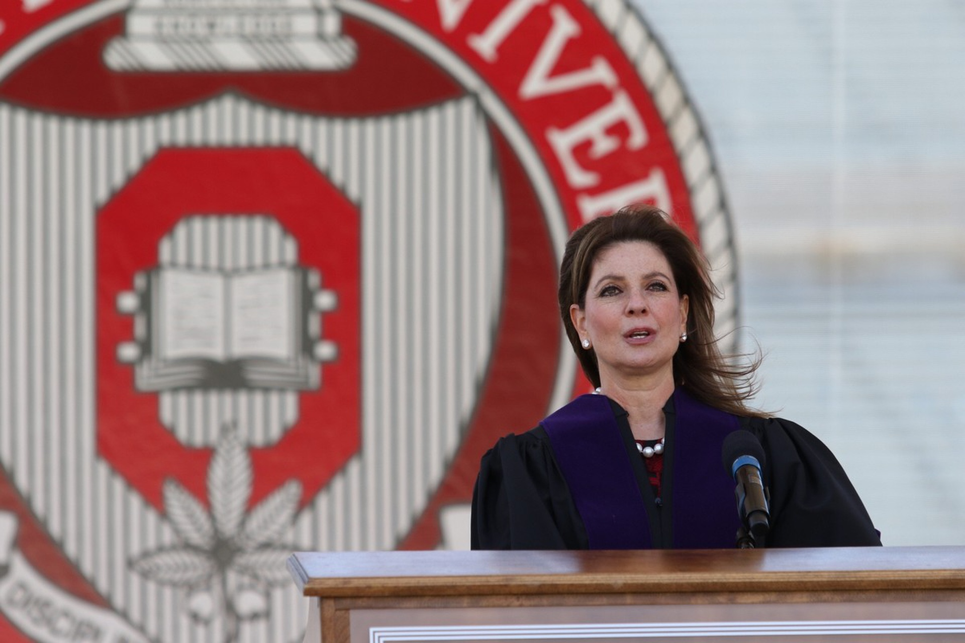 Trustee Abigail Wexner speaks to graduates at spring commencement. Photo: Kevin Fitzsimons