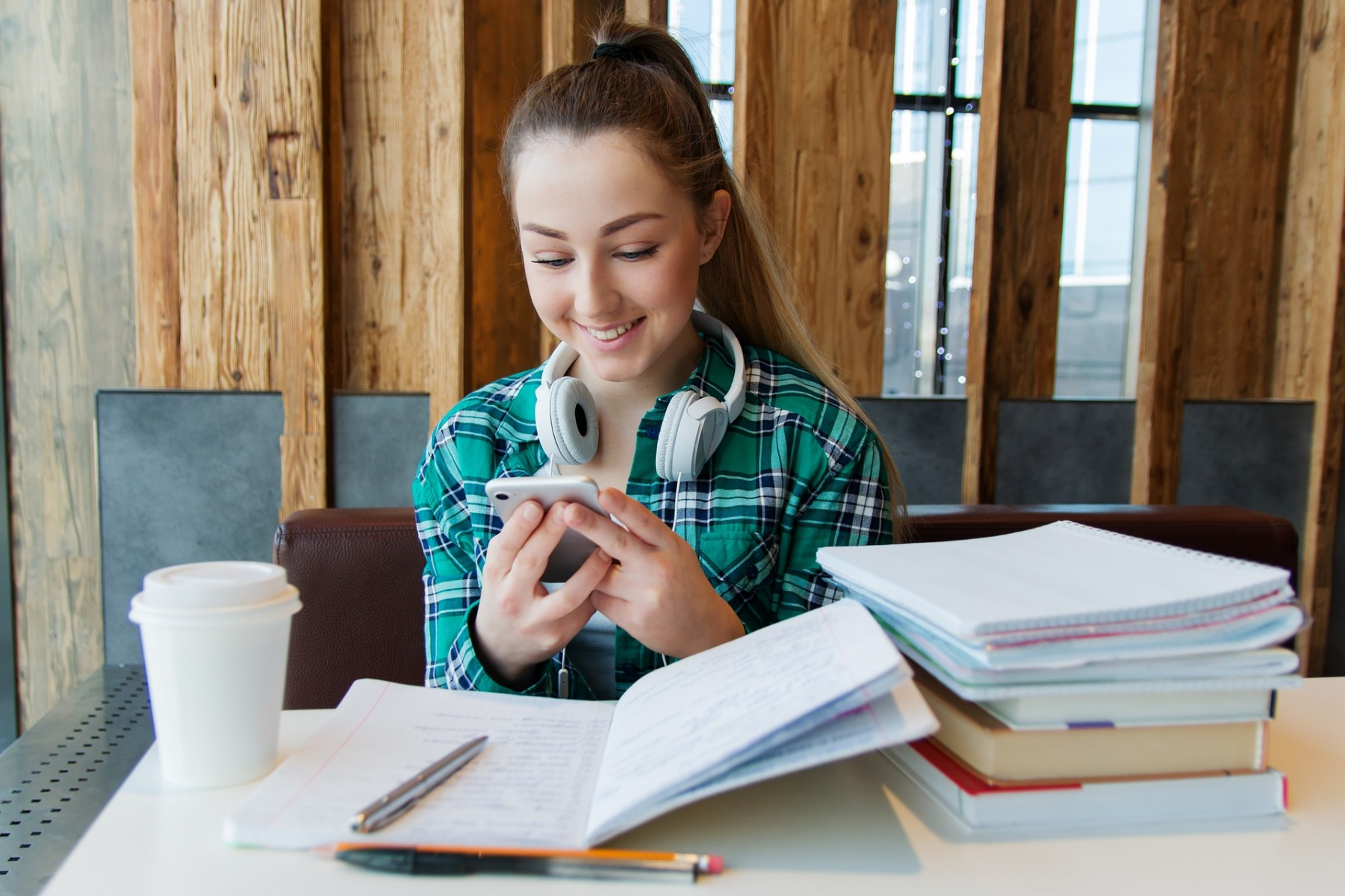 Combining homework and texting with friends leaves teens with mixed feelings.