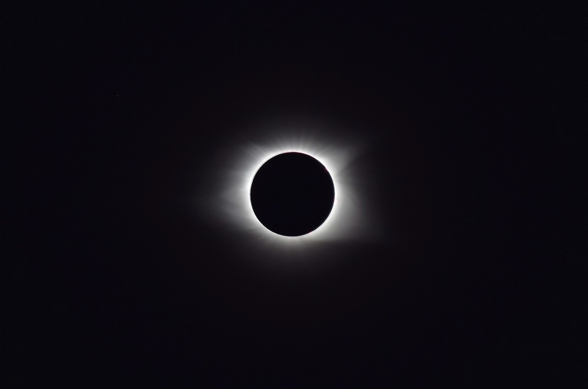 solar-eclipse-2017-2670351_1920.jpg